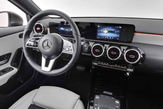 Kuva 13/20, Mercedes-Benz A 180 A Business Style + Lisälämmitin, Monikäyttö, Automaatti, Bensiini, JF-4500