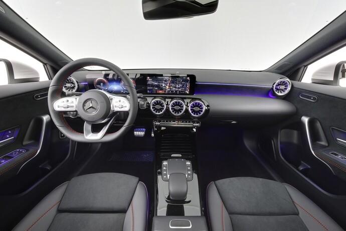 Kuva 12/26, Mercedes-Benz A 250 e A sedan Bsn AMG Edition EQ Power + Panorama, Isot Diginäytöt, Sedan, Automaatti, Bensiini, Plug-in-hybridi, JMB-767