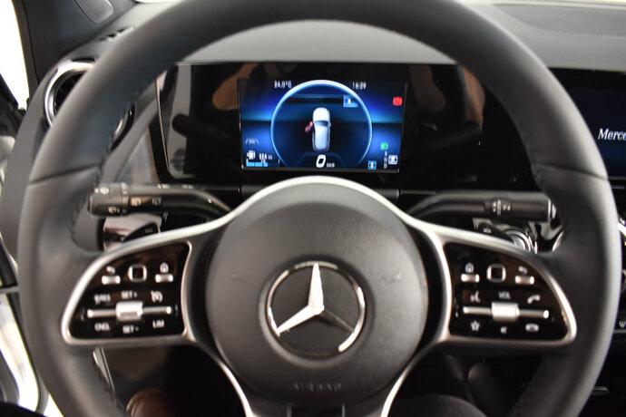 Kuva 12/16, Mercedes-Benz B 180 A Launch Edition Style, Tila-auto, Automaatti, Bensiini, CMA-910