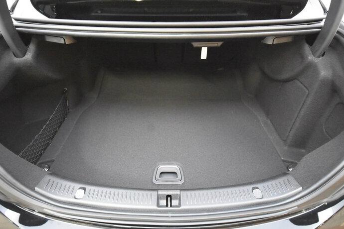 Kuva 15/16, Mercedes-Benz E 200 d A Edition One Nahkaverhoilu, Widescreen Cockpit, Sedan, Automaatti, Diesel, YKM-205