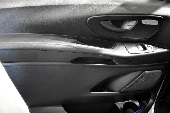 Kuva 10/11, Mercedes-Benz VITO Mercedes-Benz VITO 110CDI FWD-3,05/34K pitkä A3 Worker, Pakettiauto, Manuaali, Diesel, ZNA-258